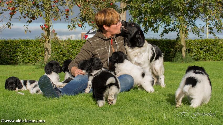 Harryette en Ik met de pups uit het M nest van 2015